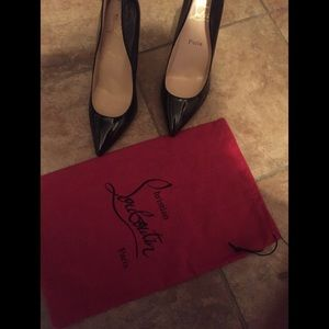 Like new Christian Louboutin pumps / red bottoms